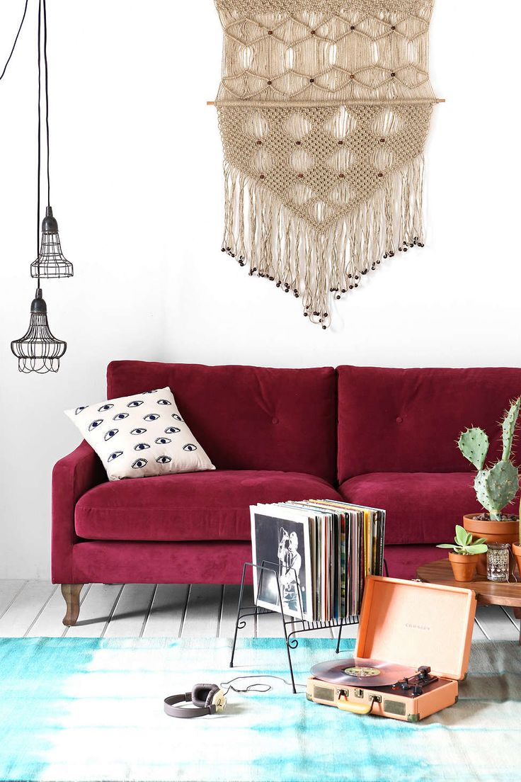 1420771947_how-to-accentuate-your-living-room-with-marsala-ideas-19