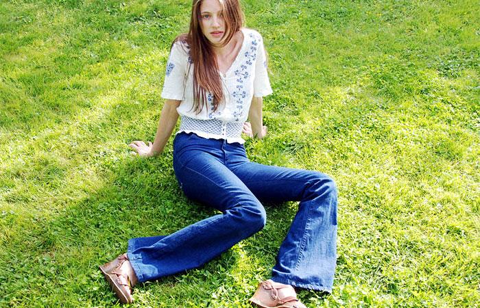 Saiba como valorizar o seu corpo usando a calça flare